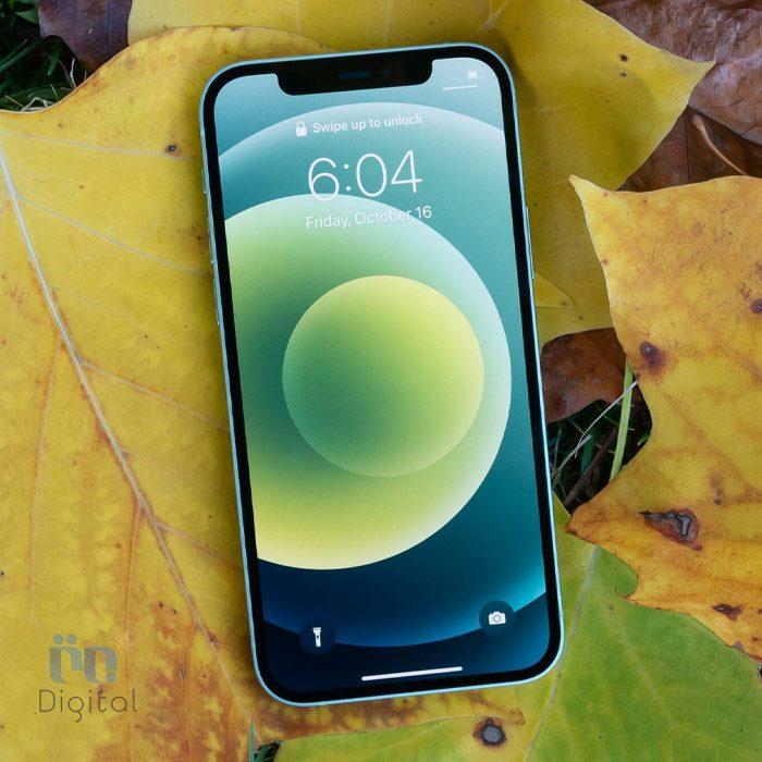 iPhone 12 در دست